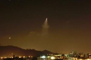 5月13日20:46頃、恩施市の上空を飛んでいた謎の飛行物体!